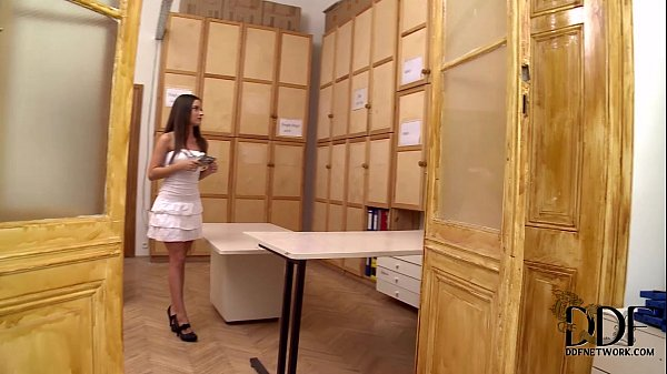 Anita Berlusconi Gives A Blowjob On Her Knees In % POV