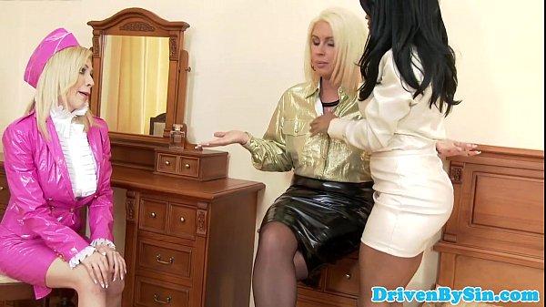Busty Kiki Minaj pussylicking white lesbians