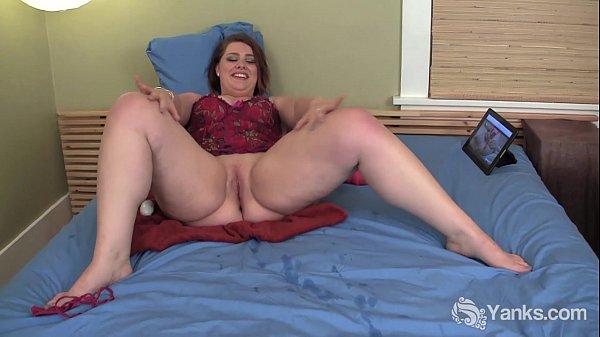 Chesty BBW Nicole Masturbating