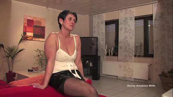 Dorina and Vanessa are naughty housewives who eat each other's pussy