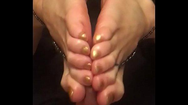 sexy Feet gives sexy footjob